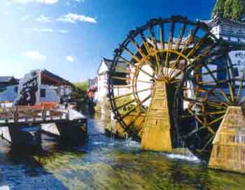 View showing water wheel beside the entrance to the ancient city of Lijiang.
