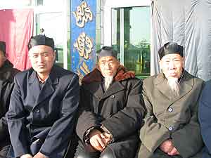 Fig. 4 Three akhunds of the Jahriyya sufi order in Wuzhong, Ningxia. Akhund Yang Wanbao (left) is one of the first group of Islamic religious professionals trained after the Cultural Revolution.