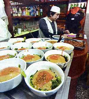 Fig. 18 This photograph shows bowls with condiments lined up to be filled with <i>baodu</i>, a halal tripe dish served in many establishments in old Beijing.