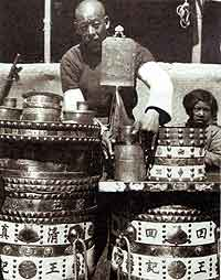 Fig. 9 A Republican-period photograph from Beijing shows a kerbside Hui food vendor with an impressive range of brass kitchen equipment.